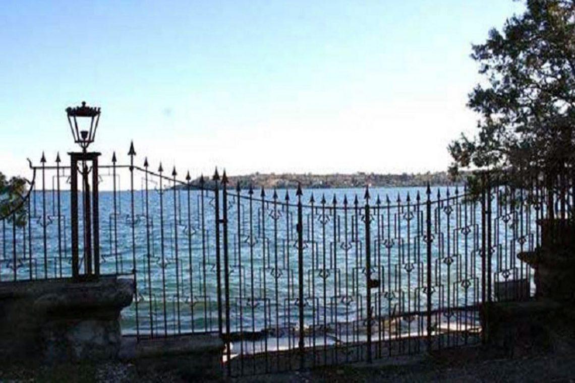 Waterfront historic villa Lake Garda in Decò style 06
