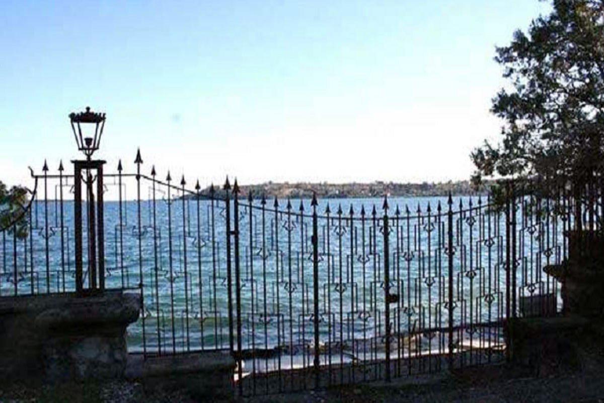 Waterfront historic villa Lake Garda in Decò style