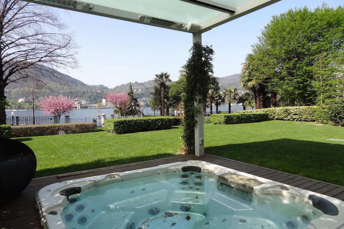 Lake Como apartment on lakeshore for sale in historic building 01