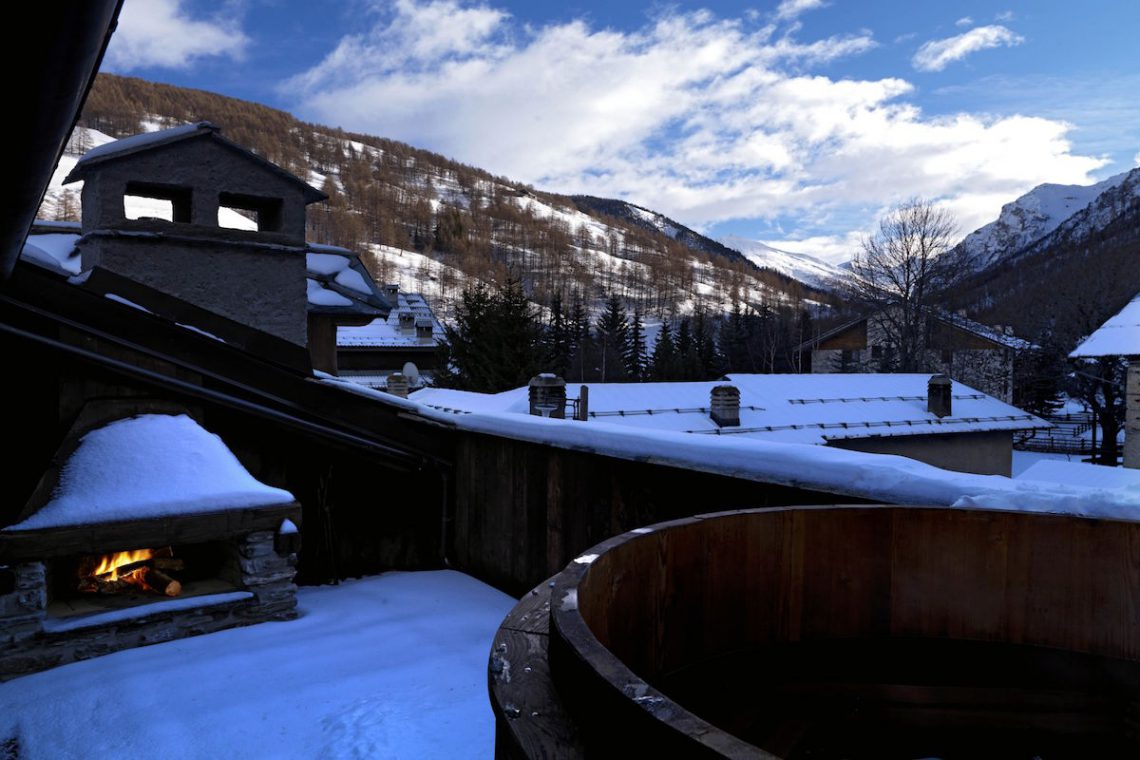 Luxury Chalet Sestriere for rent just 3 minutes from Ski slopes 03