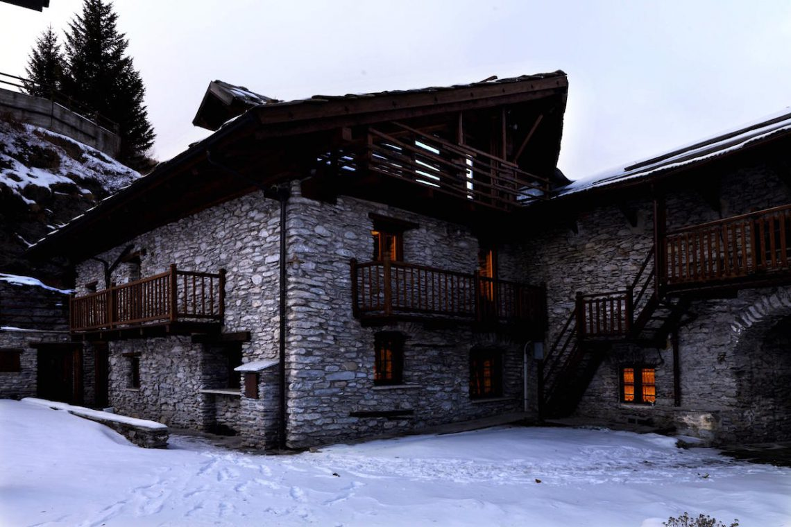Luxury Chalet Sestriere for rent just 3 minutes from Ski slopes 04