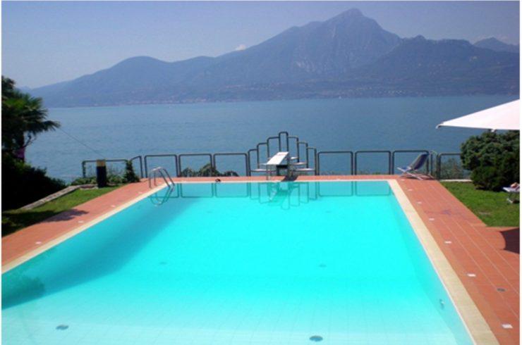 Villa Torri del Benaco lake view for sale