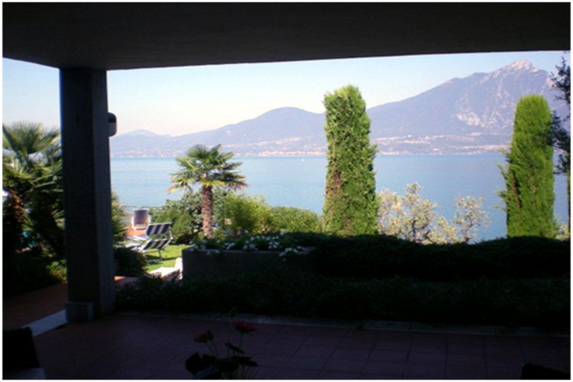 Villa Torri del Benaco lake view 04