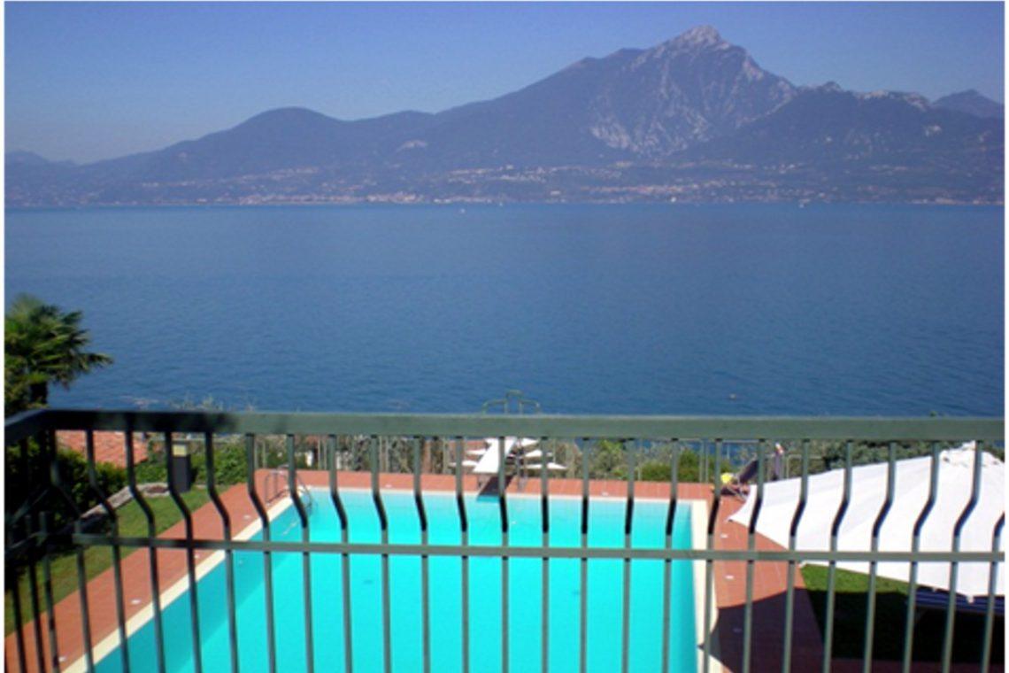 Villa Torri del Benaco lake view 10