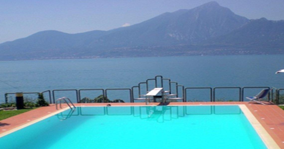 Villa Torri del Benaco lake view slider