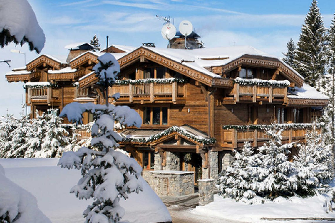 Chalet Courchevel 1850 directly on the ski slope 01