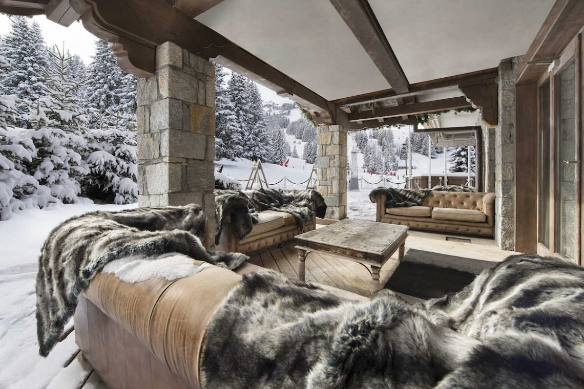 Chalet Courchevel 1850 directly on the ski slope 02