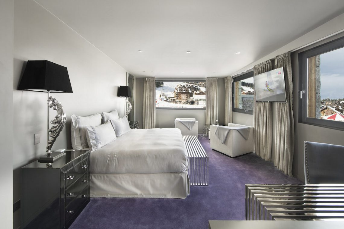 Chalet Courchevel 1850 directly on the ski slope 04