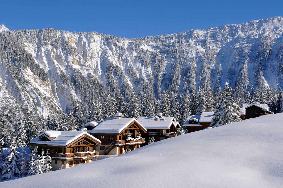 Chalet Courchevel 1850 directly on the ski slope