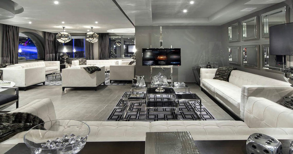 Chalet Courchevel 1850 directly on the ski slope slider