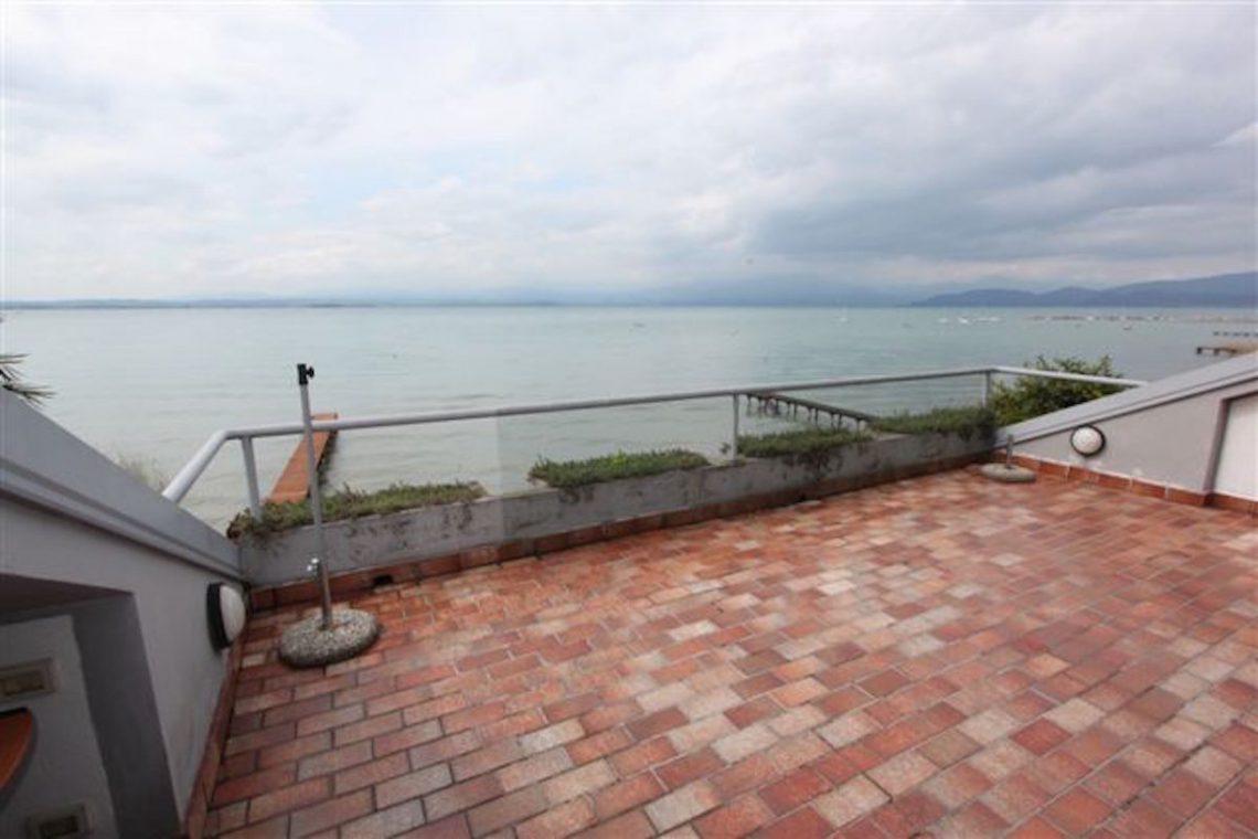 Lake Garda waterfront villa with private dock 01