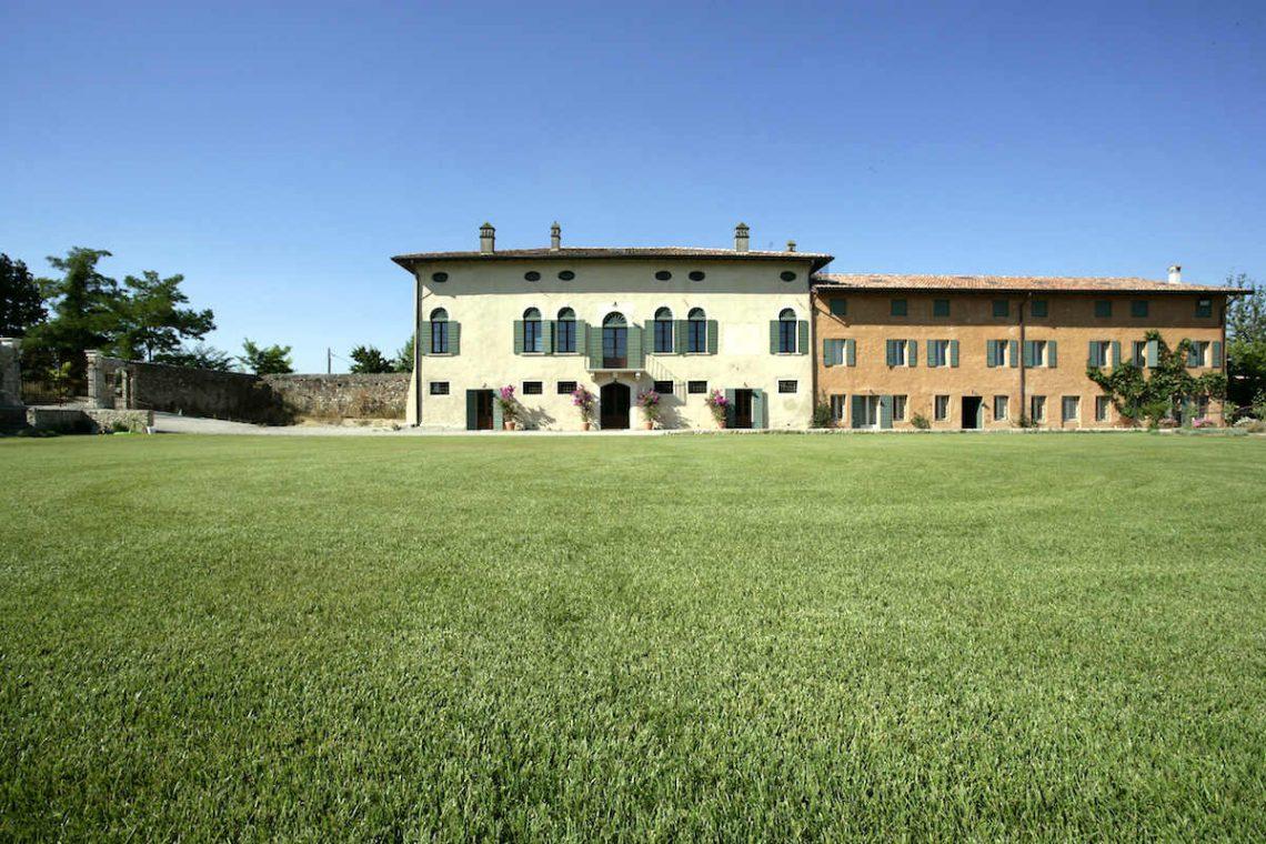 Relais Custoza Lake Garda for sale near Golf club 01