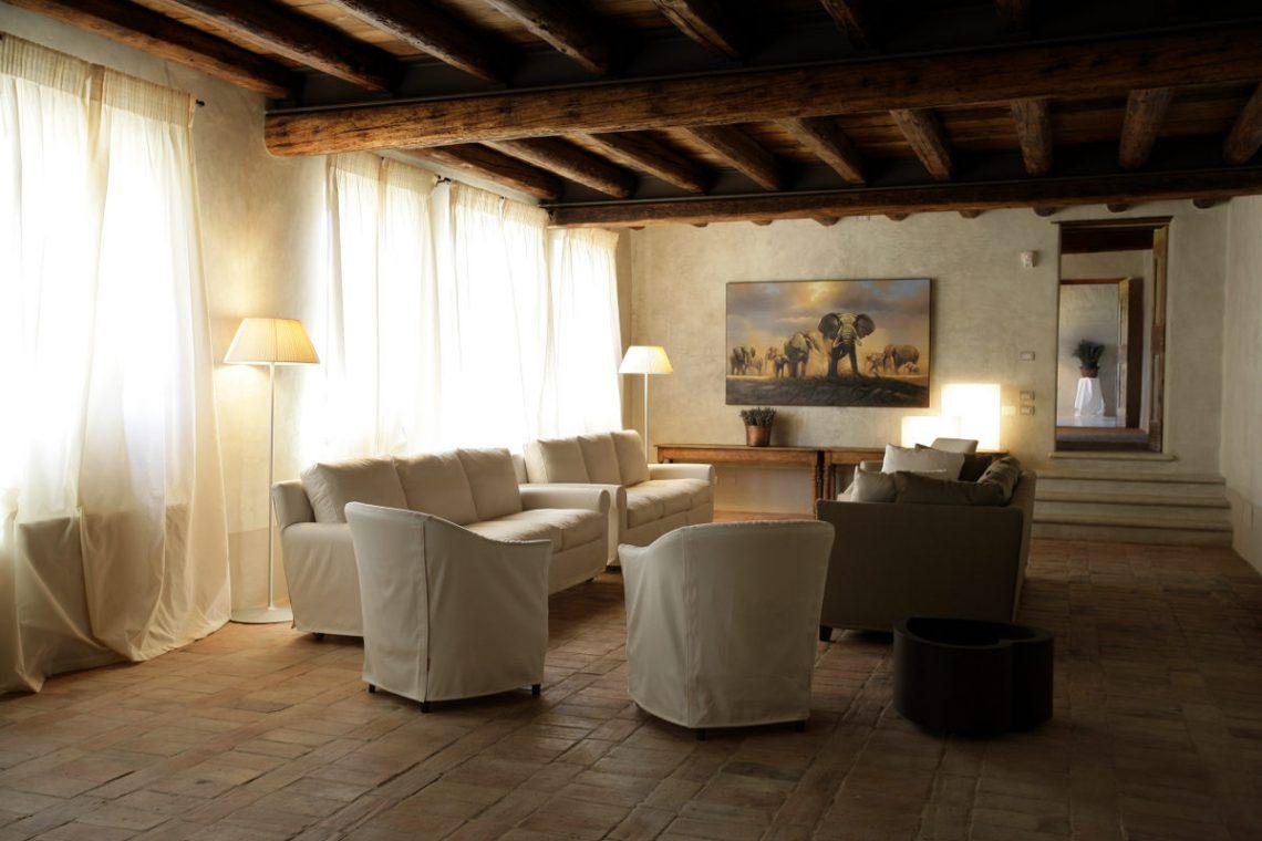 Relais in Custoza Lake Garda for sale near Golf club 15
