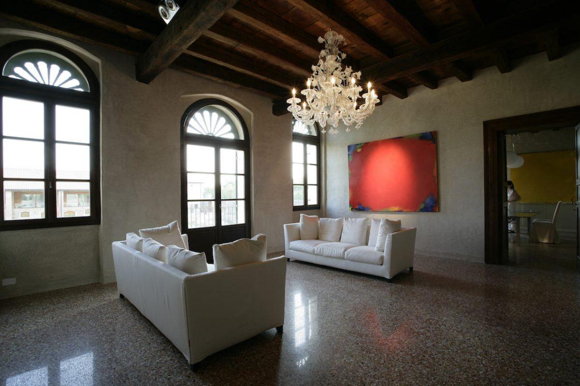 Relais in Custoza Lake Garda for sale near Golf club 20