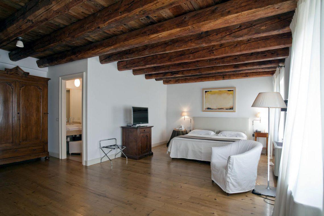 Relais Custoza Lake Garda for sale near Golf club 32