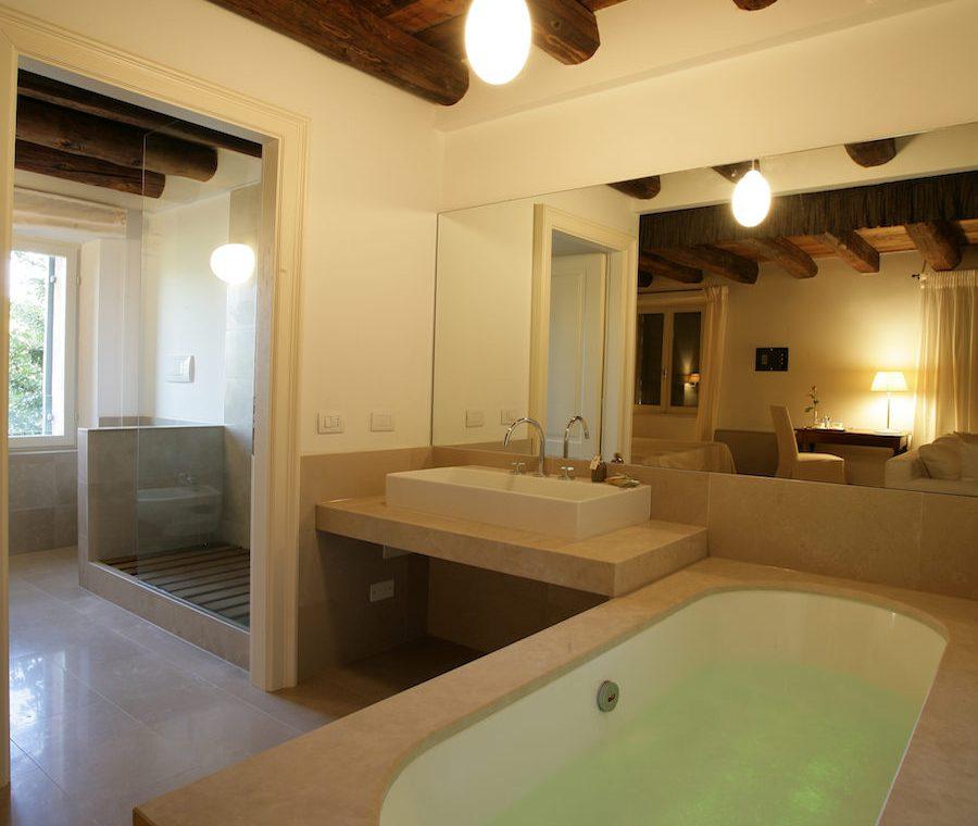 Relais Custoza Lake Garda for sale near Golf club 36