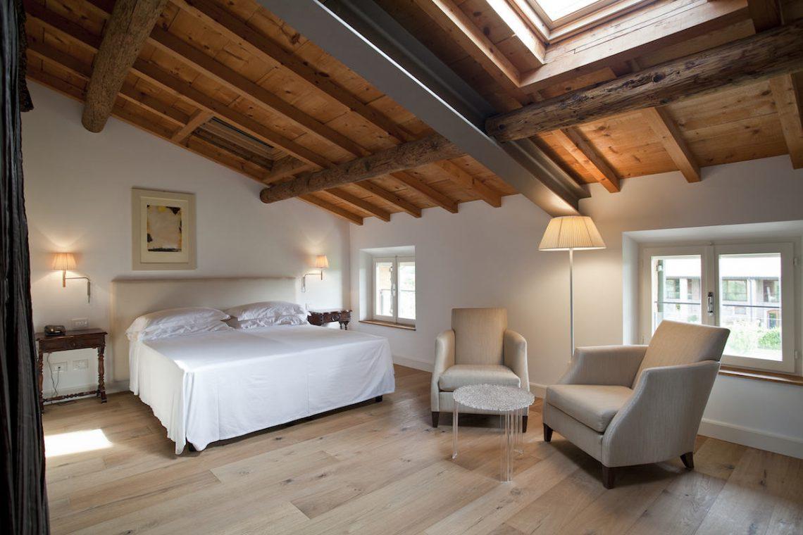 Relais Custoza Lake Garda for sale near Golf club 37