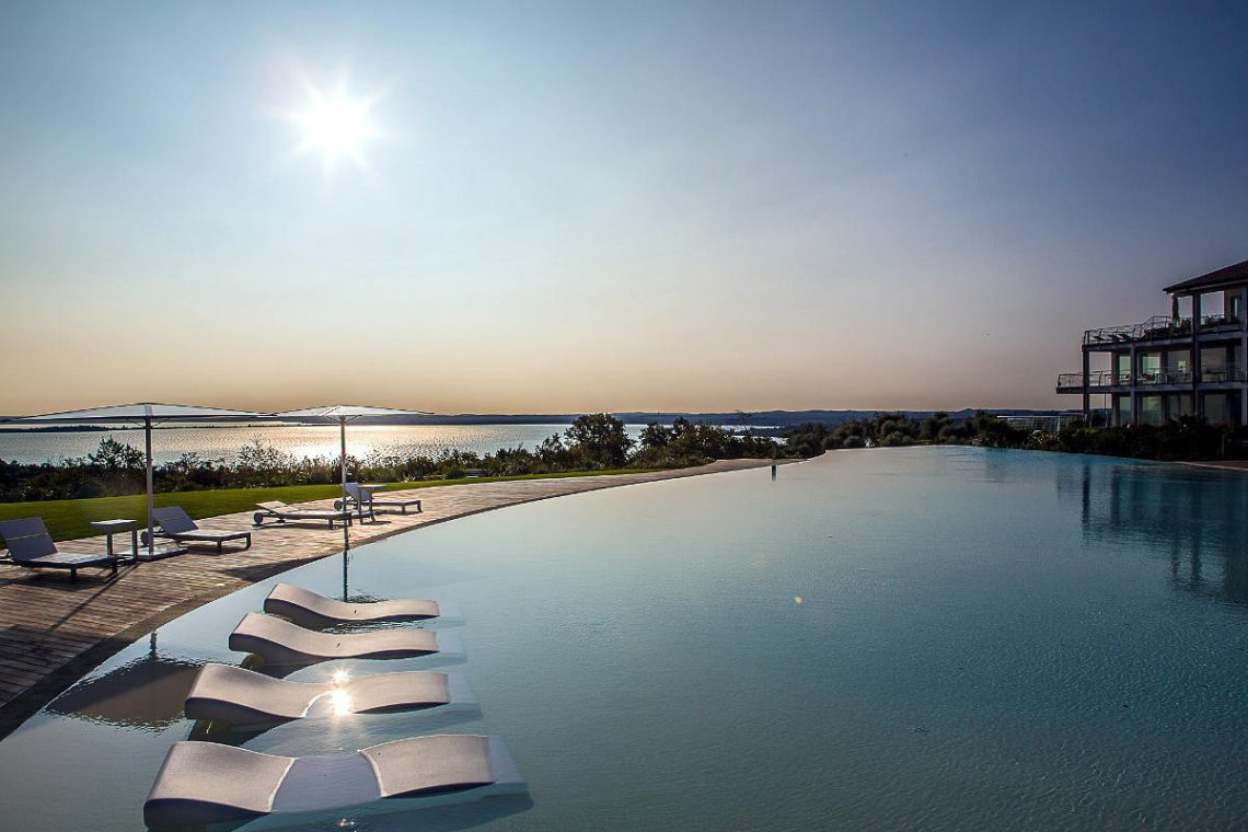House Lake Garda in luxury condo with lake view 16