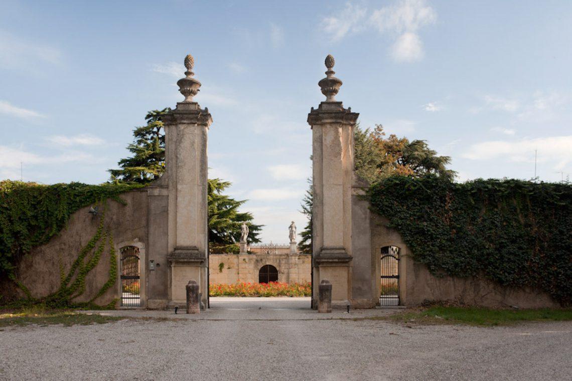 Historic Villa Verona with 40,000 sqm park 02
