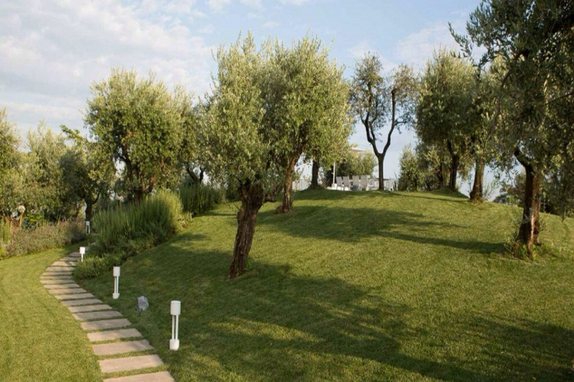 House Lake Garda in luxury condo with lake view 26