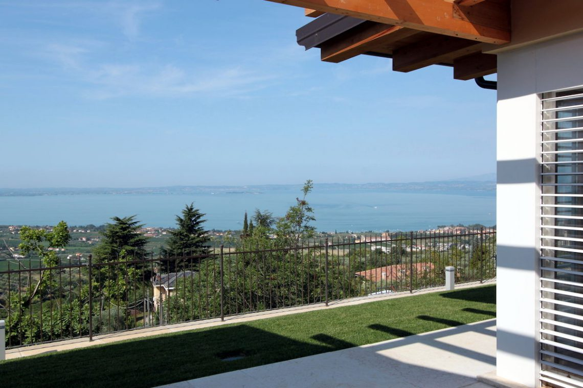 Villa Lake Garda for sale with stunning lake view 13