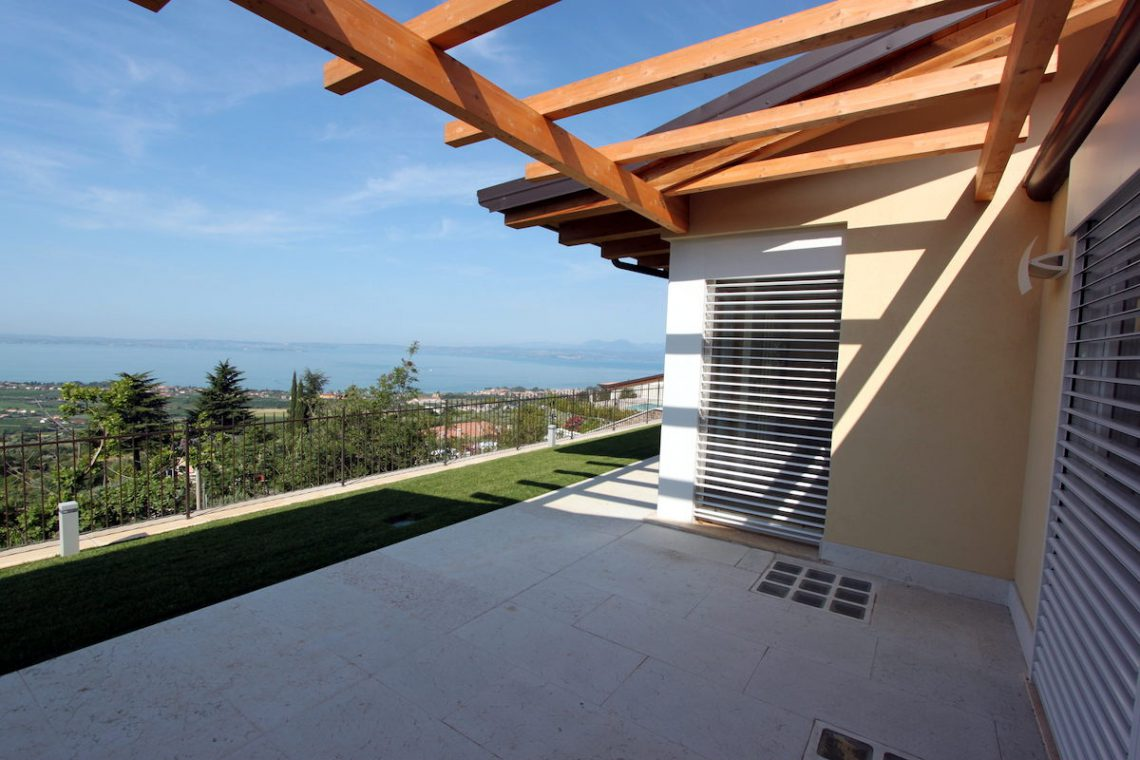 Villa Lake Garda for sale with stunning lake view 14