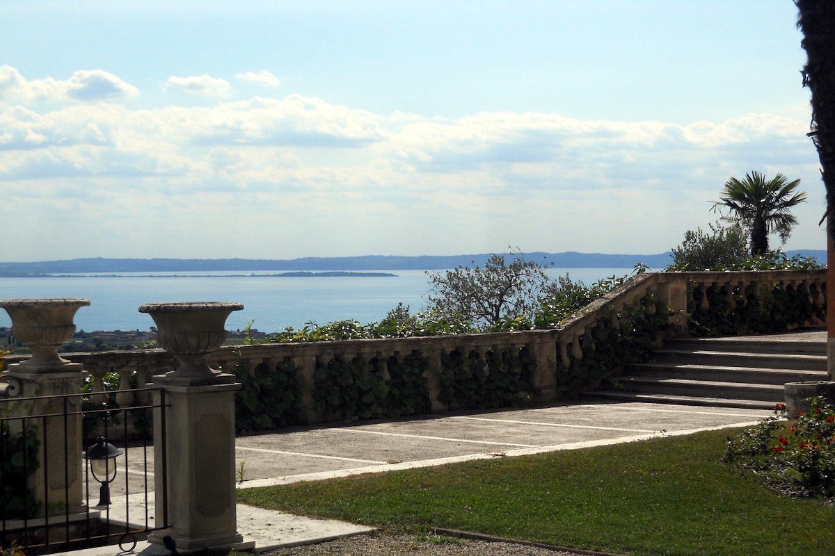 Historic villa Lake Garda sale with stunning lake