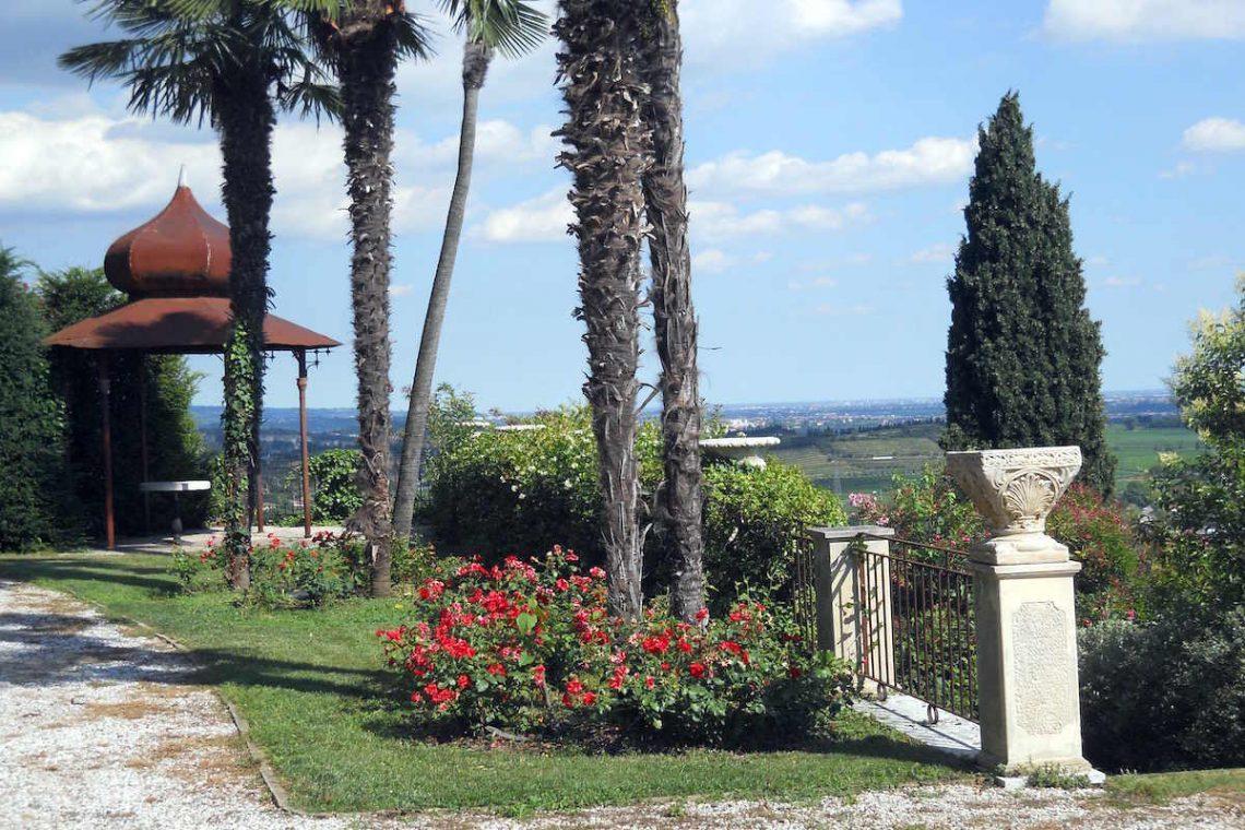 Historic villa Lake Garda sale with stunning lake view 06