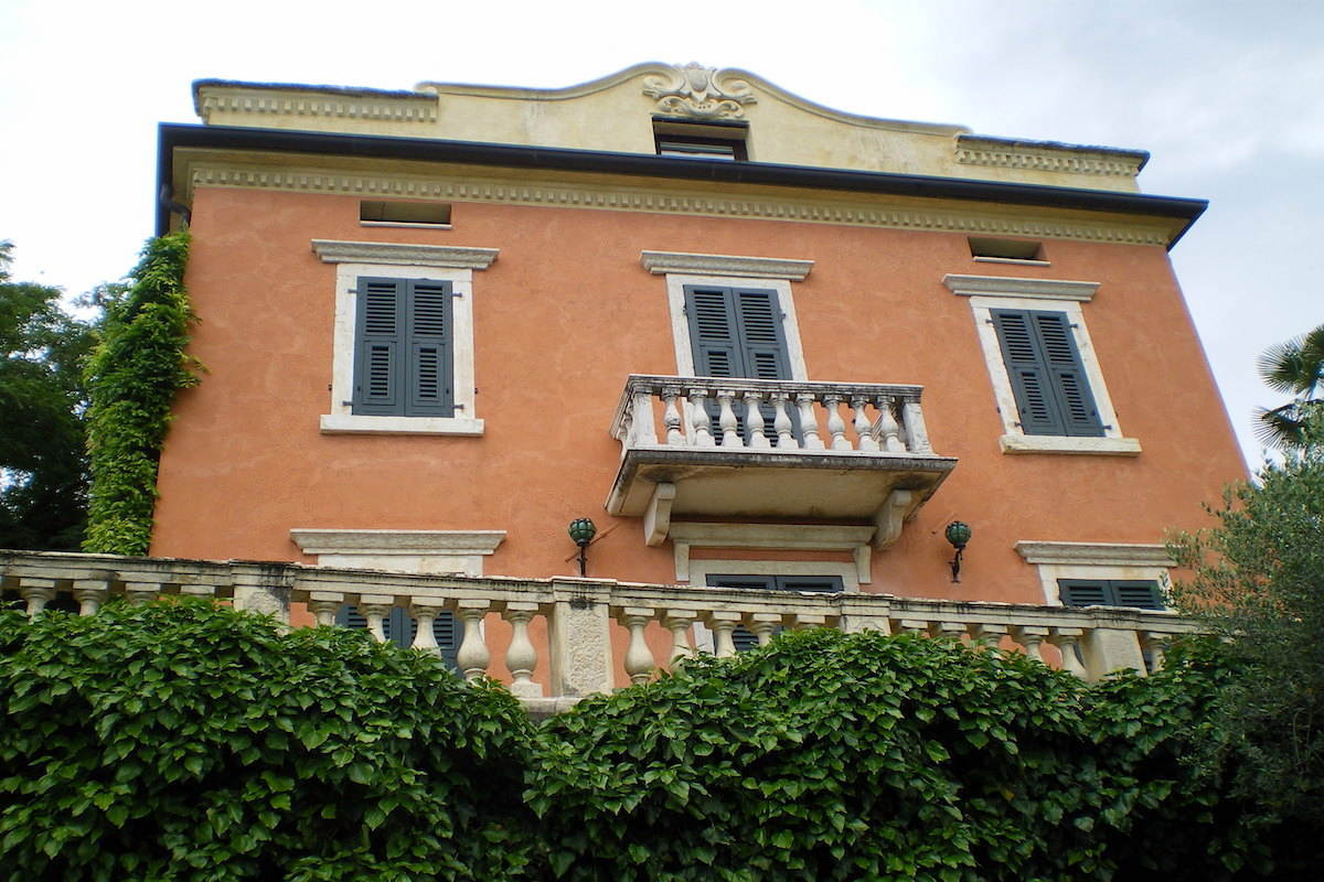 Historic villa Lake Garda sale with stunning lake view