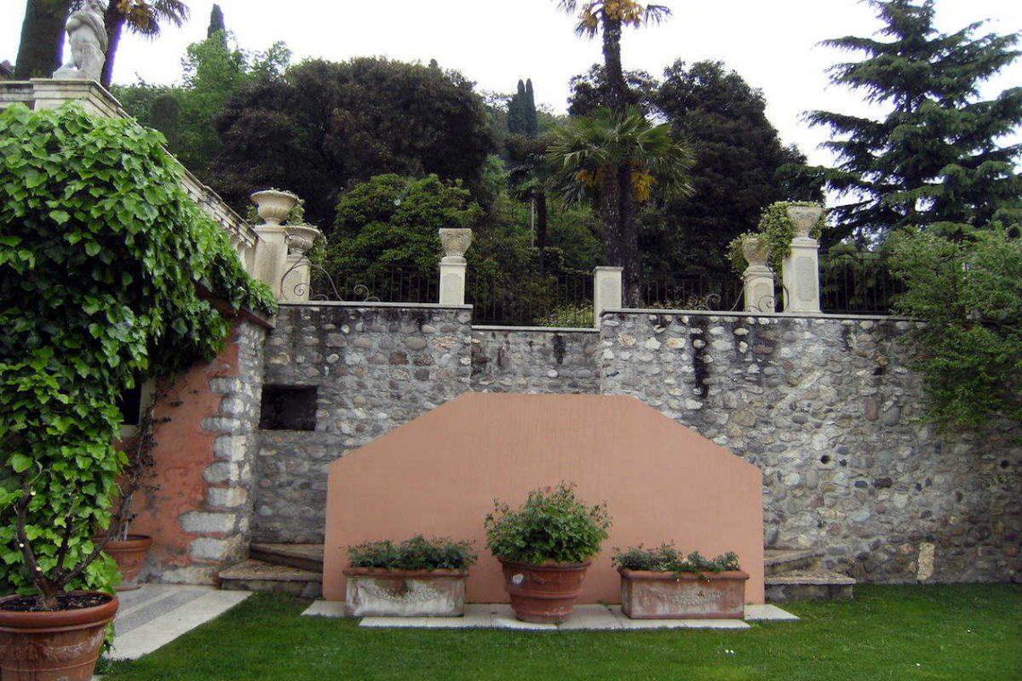 Historic villa Lake Garda sale with stunning lake view 21