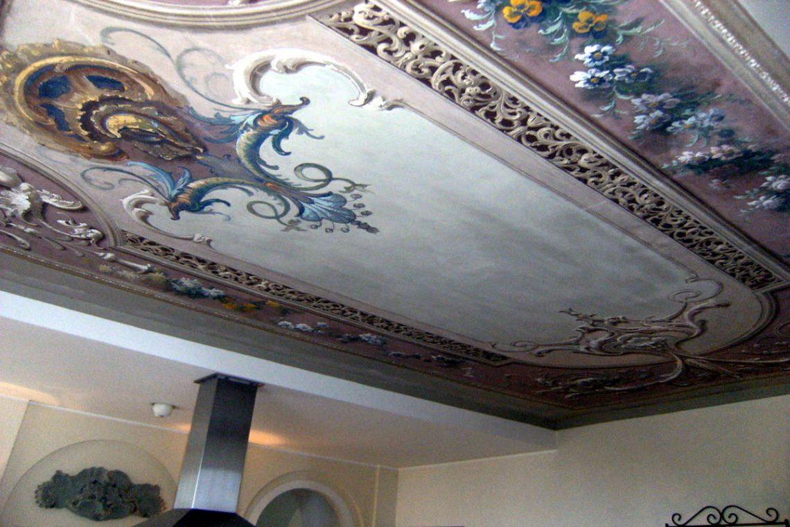 Historic villa Lake Garda sale with stunning lake view 24