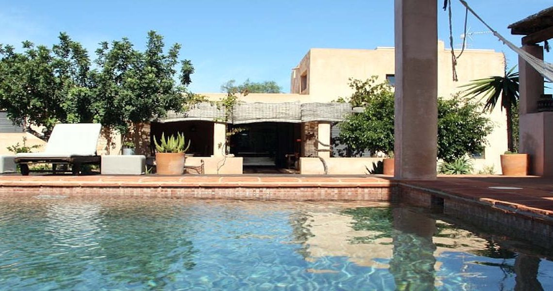 Luxury villa Formentera rent with swimming pool and tub slider