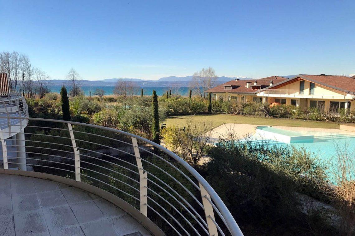 Lake view apartment Sirmione Lake Garda waterfront 02