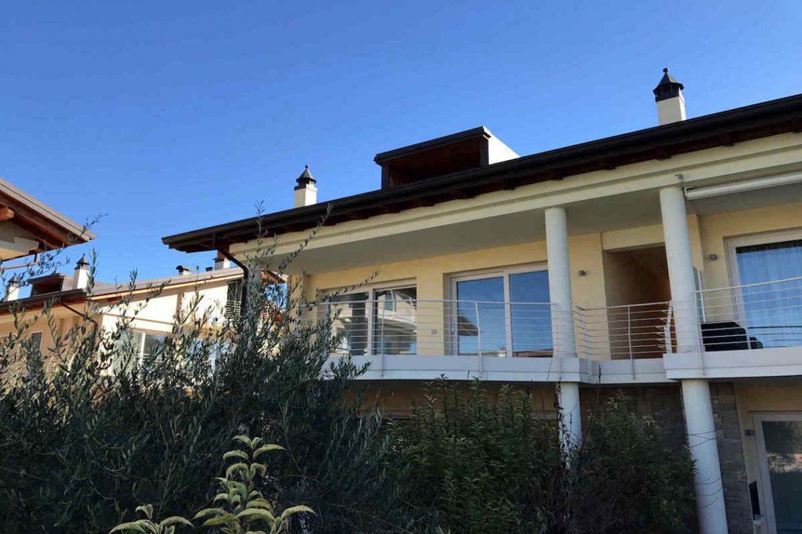 Lake view apartment Sirmione Lake Garda waterfront 03