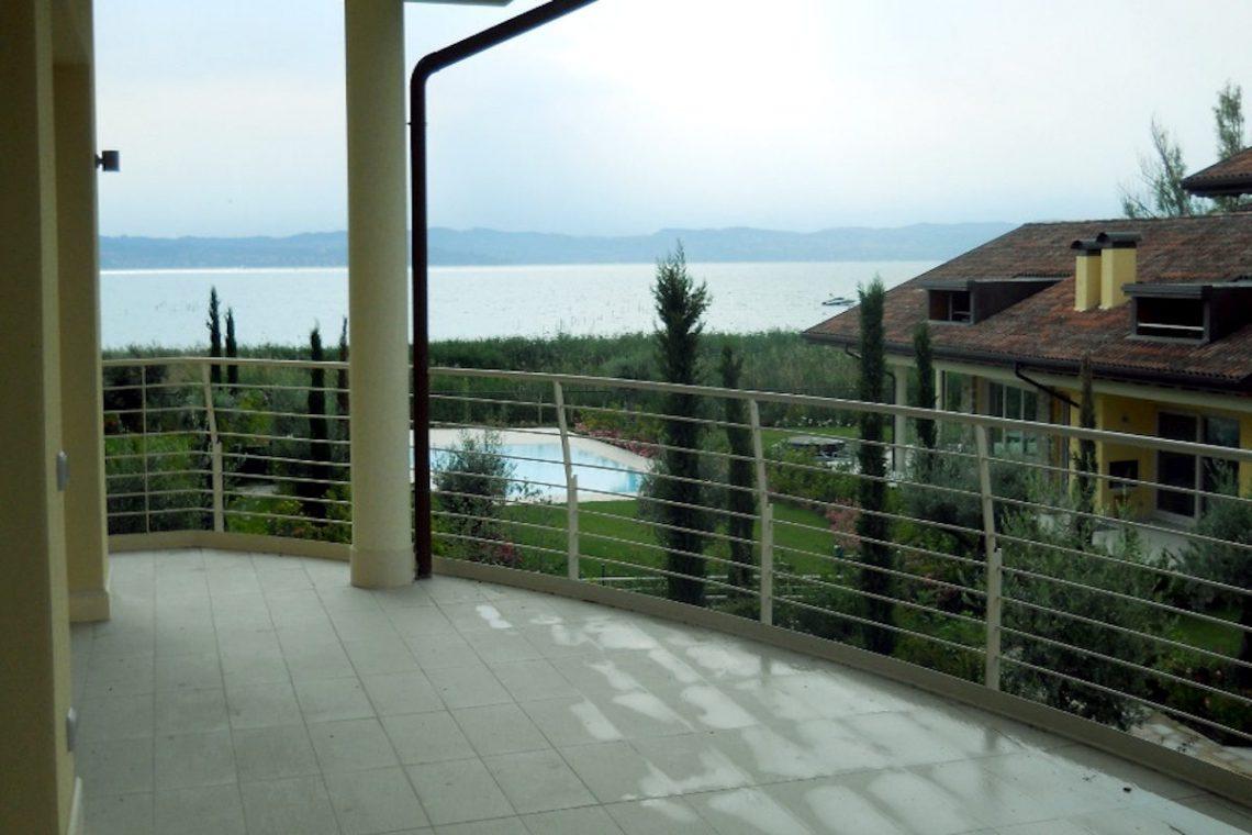 Lake view apartment Sirmione Lake Garda waterfront 06