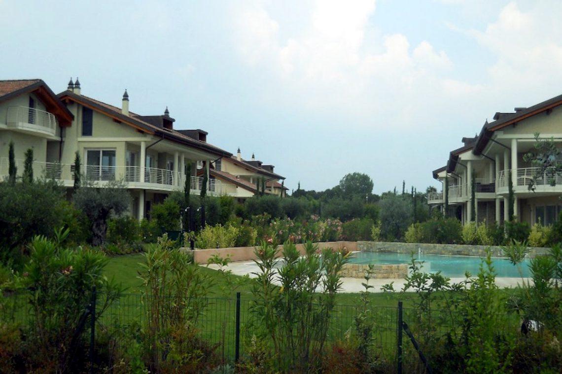 Lake view apartment Sirmione Lake Garda waterfront 07
