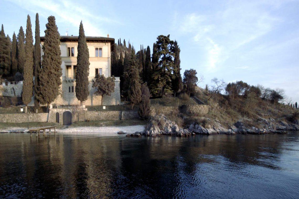 Lake Garda luxury Villa for rent on lake shores 02