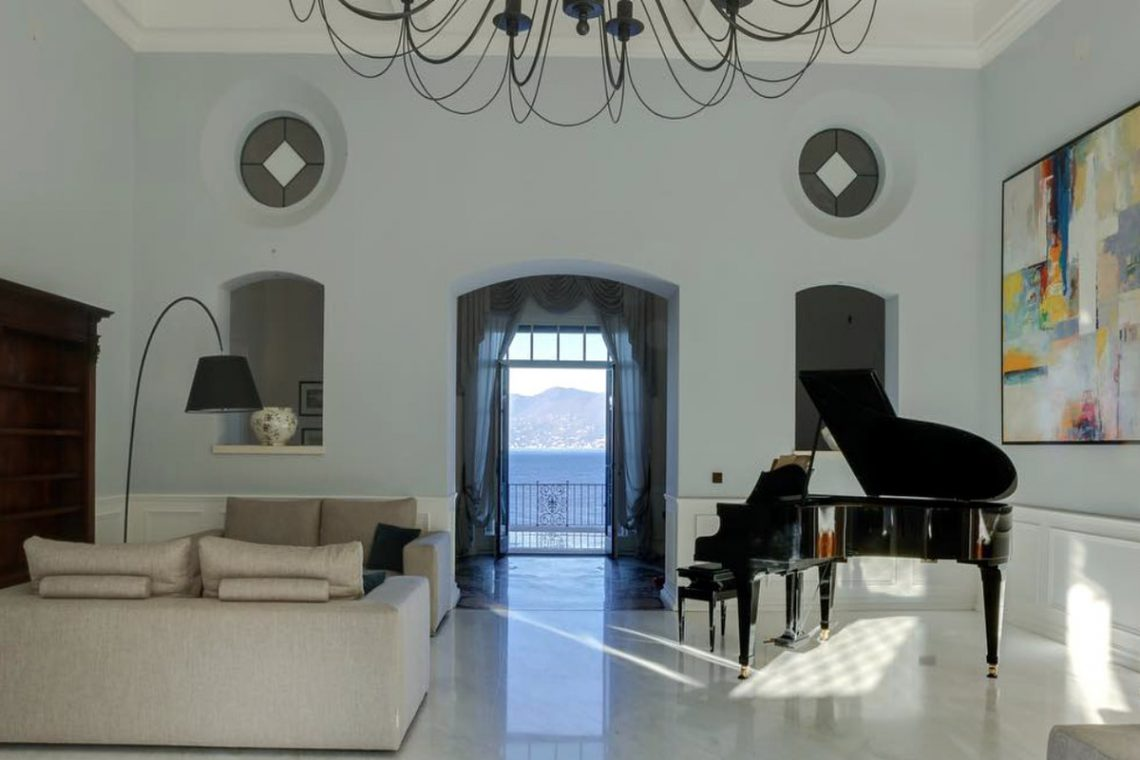 Lake Garda luxury Villa for rent on lake shores 12
