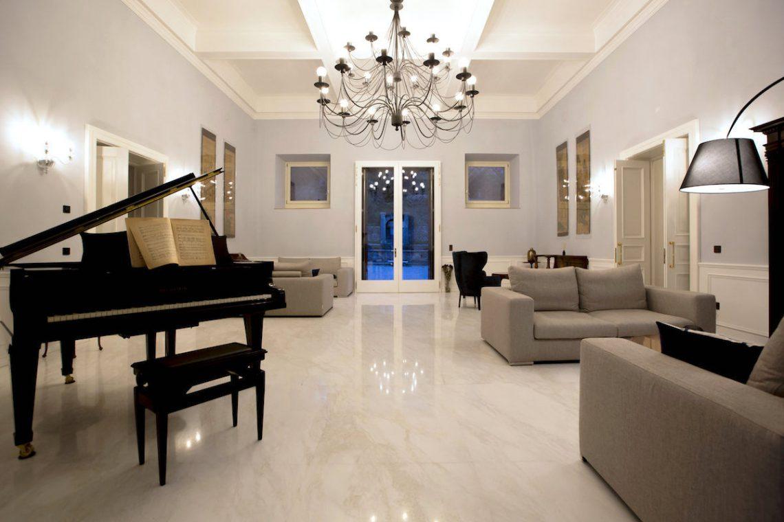 Lake Garda luxury Villa for rent on lake shores 13