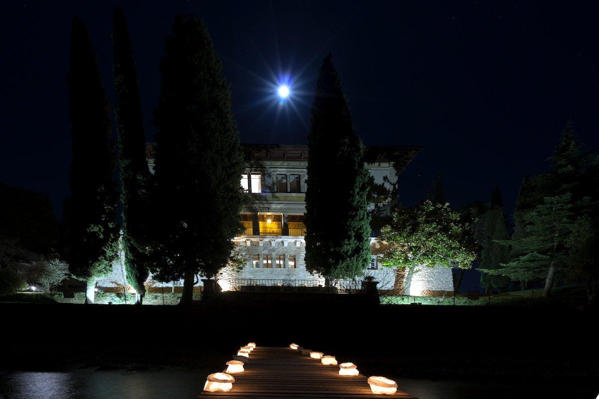 Lake Garda luxury Villa for rent on lake shores