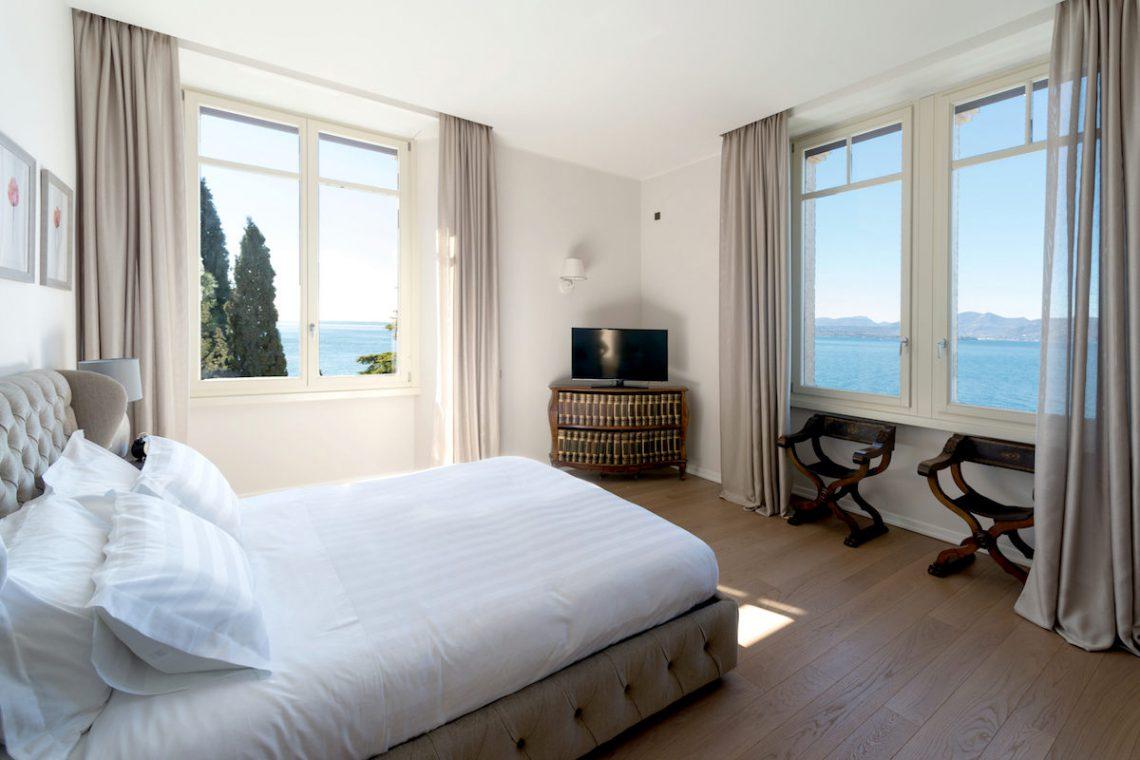 Lake Garda luxury Villa for rent on lake shores 22