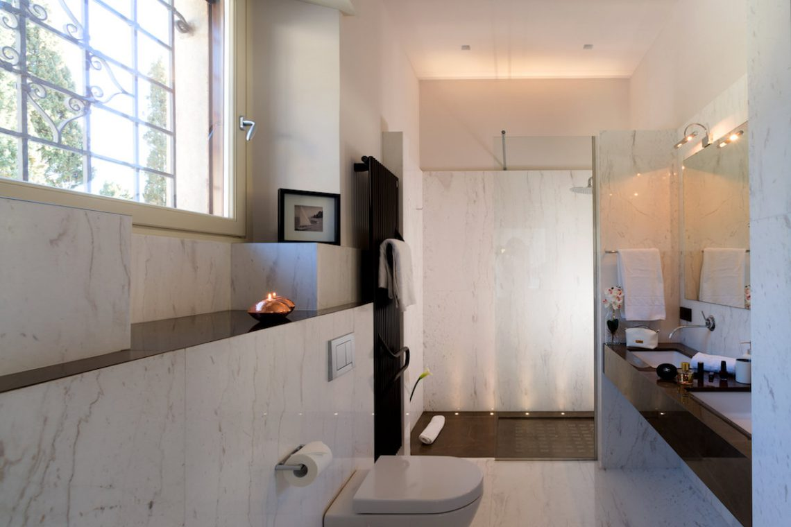 Lake Garda luxury Villa for rent on lake shores 27