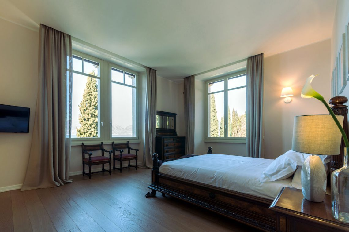Lake Garda luxury Villa for rent on lake shores 29