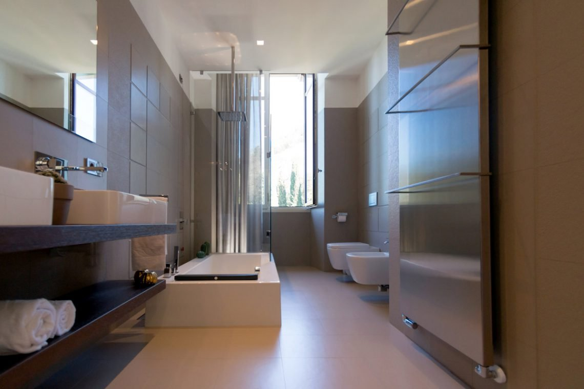 Lake Garda luxury Villa for rent on lake shores 30
