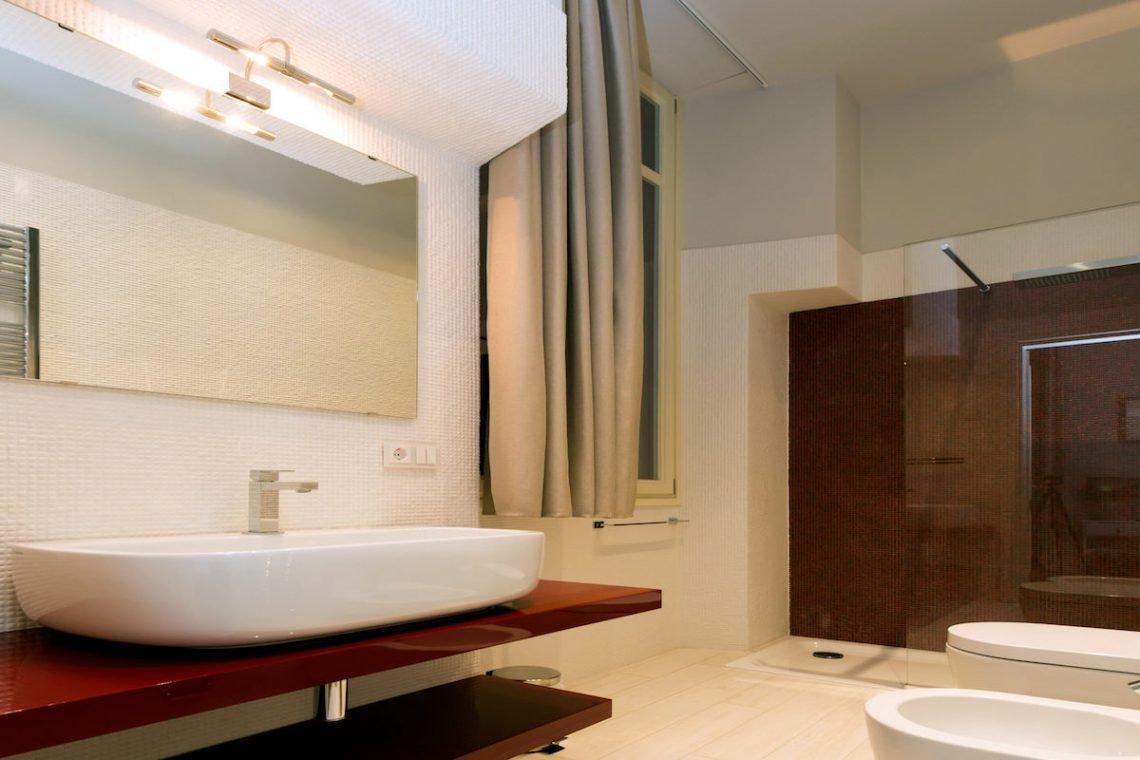Lake Garda luxury Villa for rent on lake shores 32