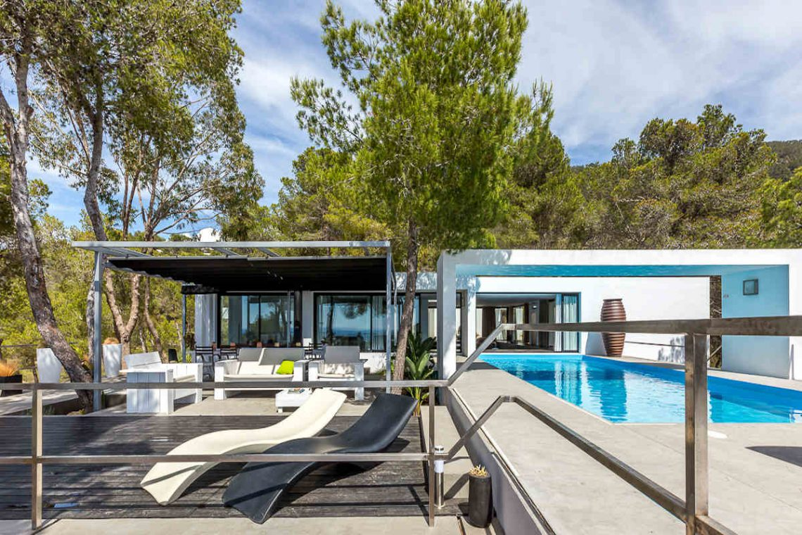 Luxury villa Ibiza rent with infinity pool and great sea views 08