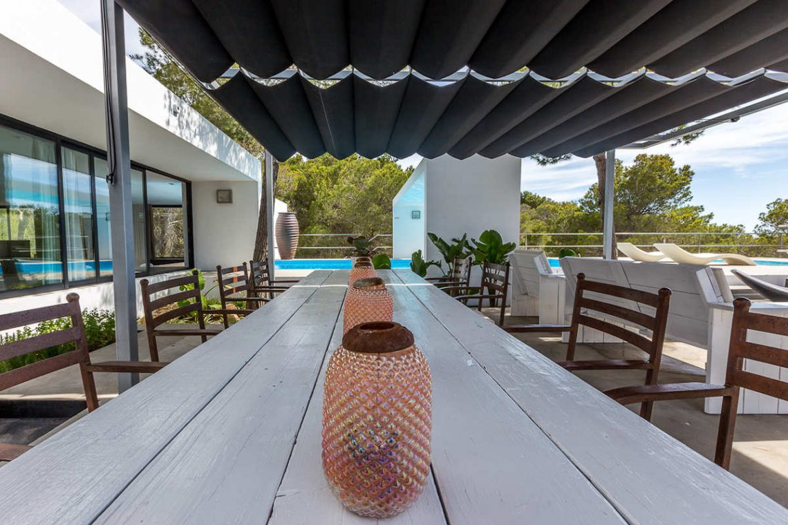 Luxury villa Ibiza rent with infinity pool and great sea views 10