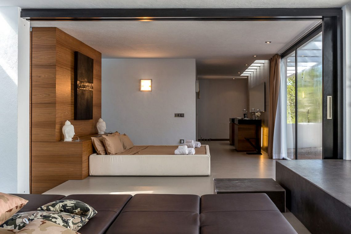 Luxury villa Ibiza rent with infinity pool and great sea views 16