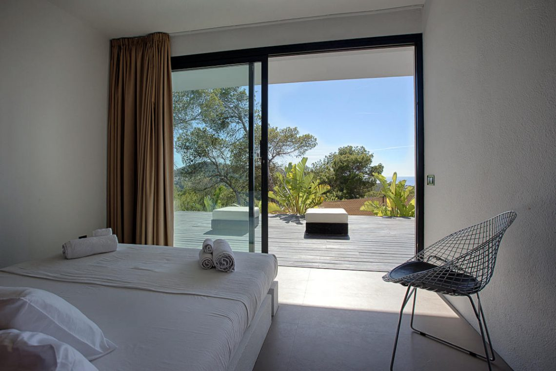 Luxury villa Ibiza rent with infinity pool and great sea views 29