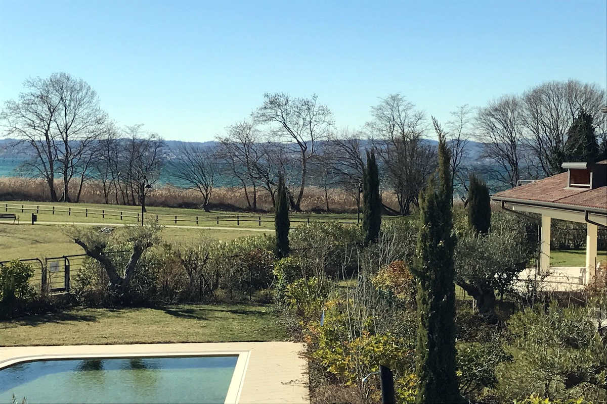 Villas Sirmione lakefront in luxury resort